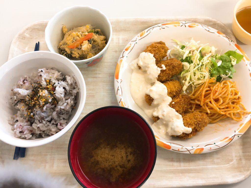 さくらんぼ食堂カキフライ定食